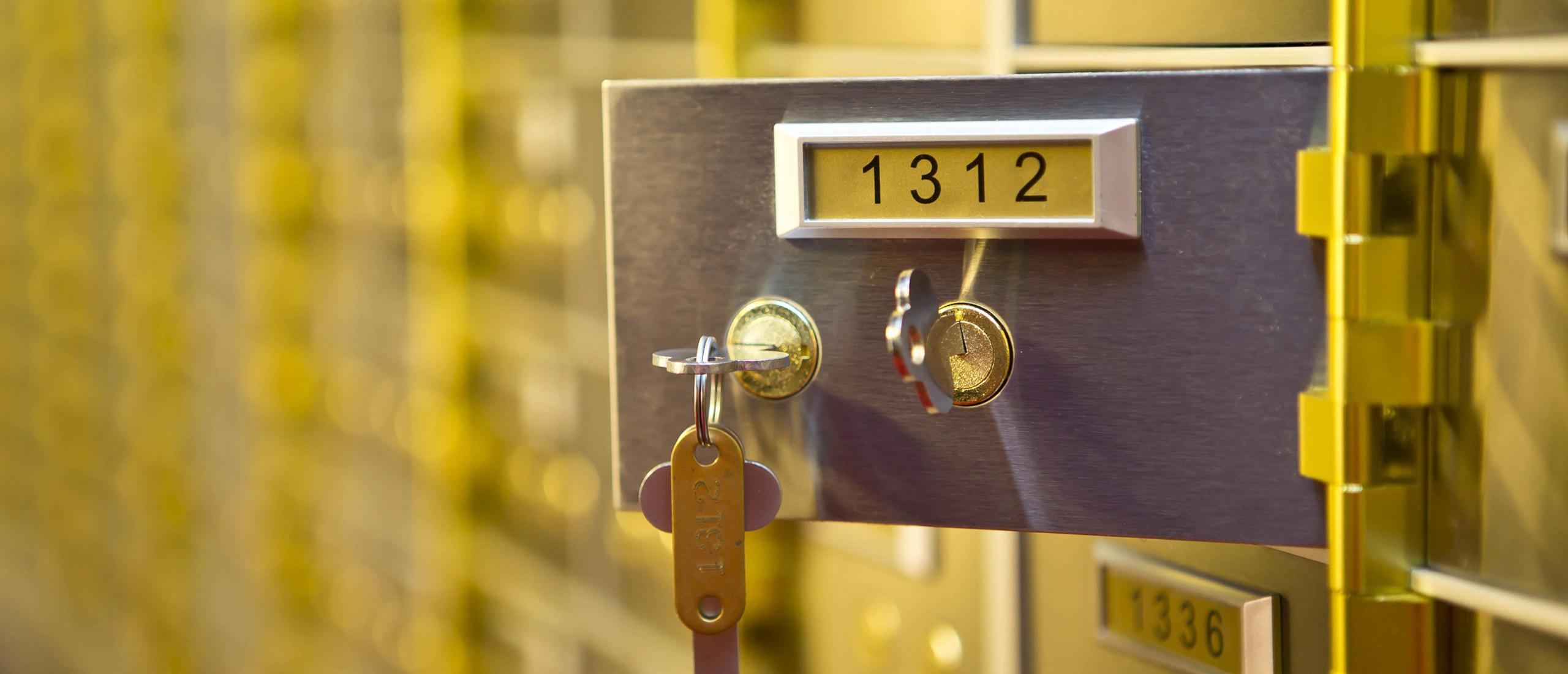 مدیریت و کنترل دسترسی ایمن مشتریان به صندوق امانات